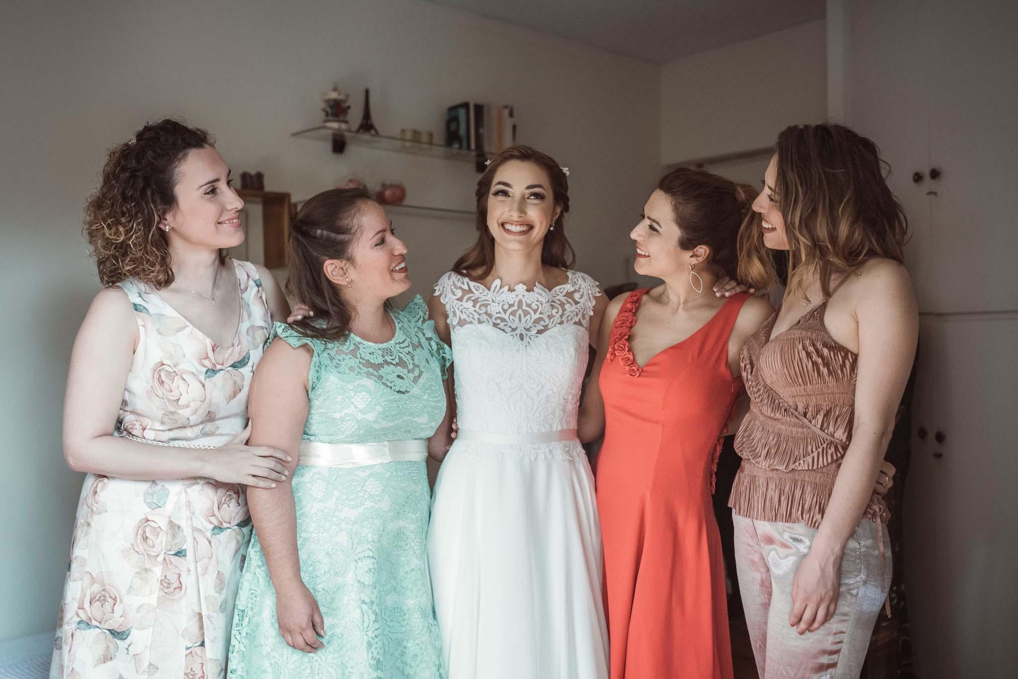 γάμος με λίγα άτομα προετοιμασία νύφης